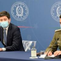 """Pandemia, il generale Figliuolo """"taumaturgo"""", il ministro Speranza il grande accusato"""